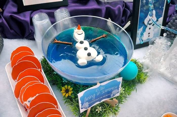 Ah que vontade se ser esse Olaf nessa piscina gelada.